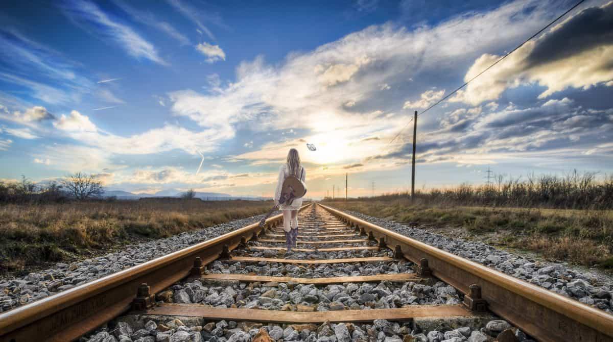رؤية القطار للفتاة العزباء في الحلم