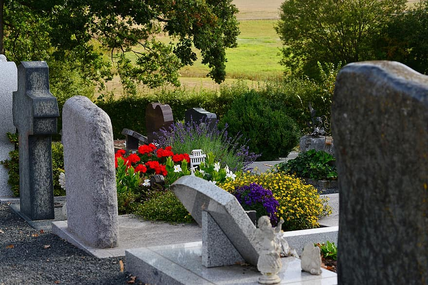 تفسير حلم المقابر في المنام للمتزوجة والعزباء وللرجال لابن سيرين