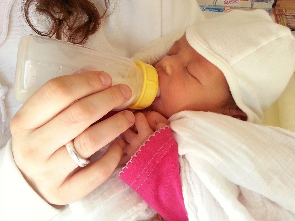 تفسير حلم ارضاع طفل من الثدي الأيسر للحامل