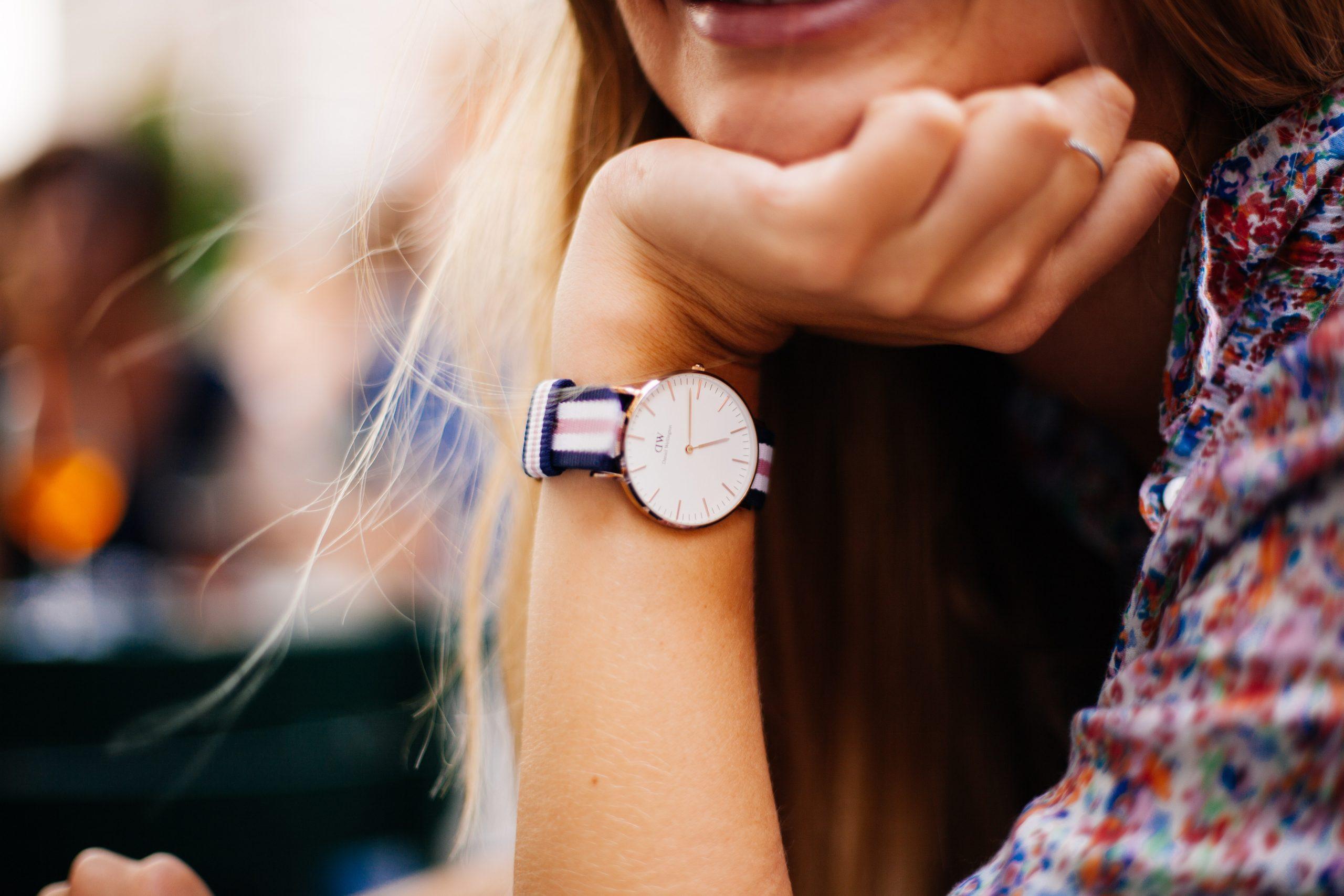 تفسير حلم ساعة اليد للعزباء
